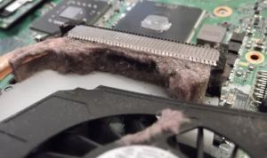 Curatarea sistemului de racire al laptopului