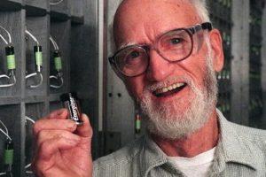 Cand a parut bateria si cine a inventat-o - Lew URRY